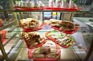 В школьных буфетах ограничат продажу пиццы, смаженок и сосиски в тесте