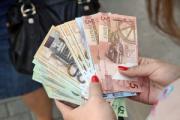 Меньше 400 рублей платят уже на 87 предприятиях, за 5 месяцев их стало меньше в 2,5 раза