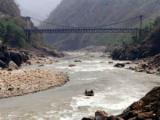 В Непале обрушился мост с туристами