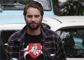 Илья Добротвор арестован на 14 суток за бело-красно-белый флаг