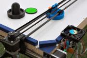 Из деталей 3D-принтера собрали робота для игры в аэрохоккей