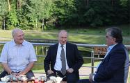 Путин, Лукашенко и Рахмон провели встречу в беседке