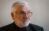 Первый посол Беларуси в Германии спел на Марше единства