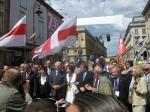 На парад Шумана — с бело-красно-белыми флагами