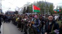 Вооруженные боевики пришли в центр Донецка под лукашенковским флагом