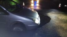 В Бобруйске обрушился асфальт проезжей части прямо под автомобилем (Видео)