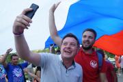 В социальных сетях отпраздновали День Флага России