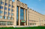 На учебном корпусе БГУИР вывесили огромный бело-красно-белый флаг