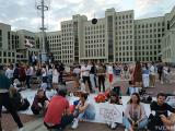 Люди собираются на площади Независимости