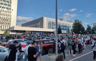 Прямо сейчас пропагандисты БТ массово выходят из здания на Макаенка