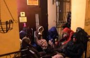 Десятки белорусов ночуют на улице, чтобы купить дешевую квартиру