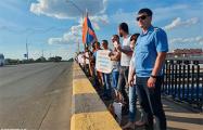 В Бресте прямо на путепроводе протестуют железнодорожники