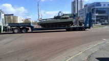 По улицам Гомеля везли военную технику
