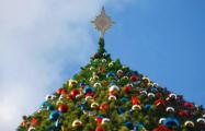 Активист заменил на главной елке в Молодечно «кремлевскую» звезду на Вифлеемскую