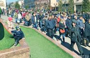 Фотофакт: В Бресте борцы с аккумуляторным заводом поздравили друг друга с Пасхой на площади
