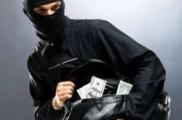 Неизвестные начали выносить деньги из белорусских банков