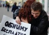 Могилевские власти запретили обниматься