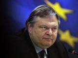 Рассерженный пенсионер кинул йогурт в министра финансов Греции