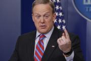 Объявившего об отставке пресс-секретаря Трампа обвинили в краже холодильника