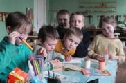 В Беларуси живут без родителей 13 тысяч детей