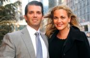 Жену сына Трампа госпитализировали после вскрытия «конверта с порошком»