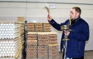 В магазинах Беларуси появились освященные к Пасхе яйца