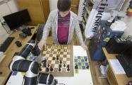 Брестские студенты создали шахматного робота Настю стоимостью €30 тысяч