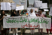 Пакистанец сжег жену за самовольный выход из дома