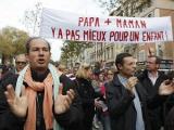 Сто тысяч французов вышли протестовать против однополых браков
