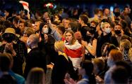 Протестующие дошли до ИВС на Окрестина