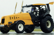 Стиг из Top Gear установил новый рекорд скорости на тракторе