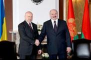 """Лукашенко рассказал Турчинову о поясе добрососедства """"на 100 км вглубь Украины"""""""