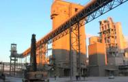 На заводе в Красносельском рабочих завалило цементом
