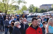 Сотни жителей Слуцка пришли на пикет Тихановских