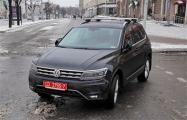 Фотофакт: В Минске авто с дипномерами бросили прямо на пешеходном переходе