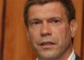 Царев после возбуждения уголовных дел улетел в Москву