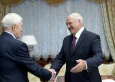 Суриков подарил Лукашенко «толстую книгу о любви к жизни»