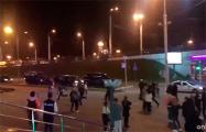 Видеофакт: На Немиге протестующий вырвался из автозака