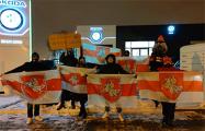 Белорусы Лодзи вышли на пикет к генеральному спонсору ЧМ по хоккею