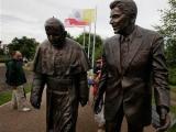 В Гданьске открыли памятник Иоанну Павлу II и Рональду Рейгану