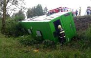Под Минском автобус с 30 пассажирами опрокинулся в кювет