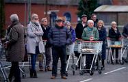 Британцев из групп риска отправят на карантин на три месяца