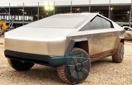 Маск продемонстрировал футуристичный пикап Tesla Cybertruck на заводе в Техасе