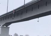 В Житковичском районе треснул автомобильный мост