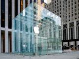 Apple на полгода уберет стеклянный куб с Пятой авеню