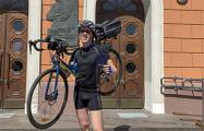 Выпускник Академии искусств на вручение дипломов пришел в велосипедном костюме