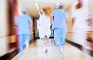 «У нас так и лечат: привозят в больницу и начинают пичкать антибиотиками»