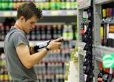 Магазины будут закрывать за продажу спиртного лицам до 18-ти