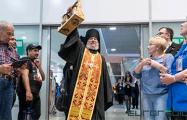 Как верующие встречали Благодатный огонь в Национальном аэропорту «Минск»