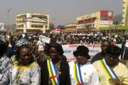 В ЦАР сотни женщин устроили топлесс-акцию протеста
